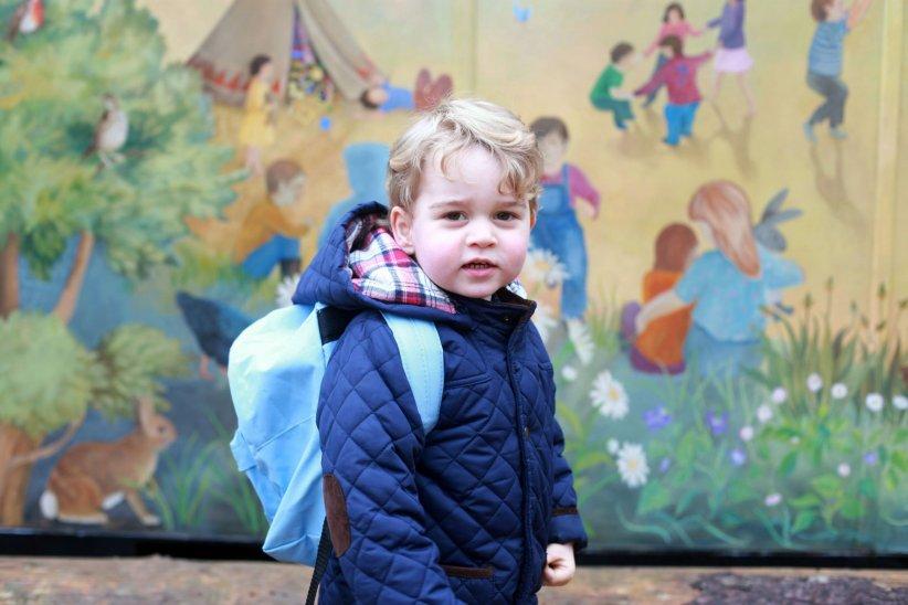 Le prince George fait sa rentrée des classes à la Westacre Montessori School Nursery, en janvier 2016.