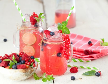 Cocktail limonade et fruits rouges