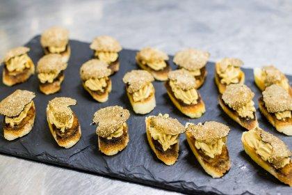 Toast au foie gras et truffe noire