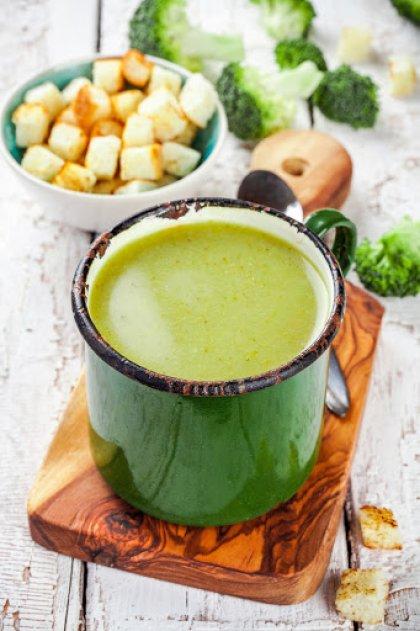 Crème de brocolis et croûtons maison