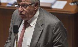 Sénat : quand un ministre joue aux mots croisés en pleine séance !