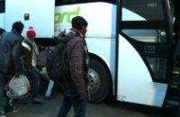 Calais : départ du premier car de migrants pour la Bourgogne