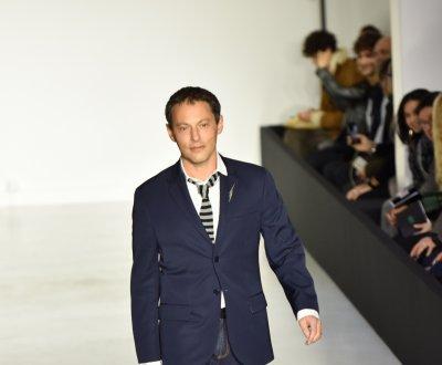 Marc-Olivier Fogiel défile pour Agnès B.
