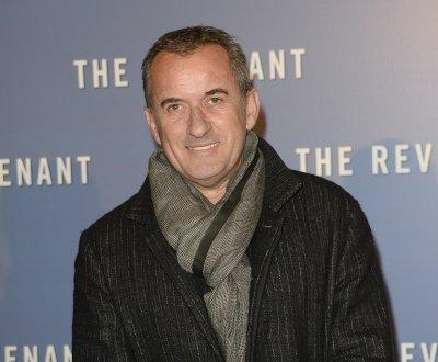 """Christophe Dechavanne est fier d'avoir élevé sa fille """"tout seul"""""""