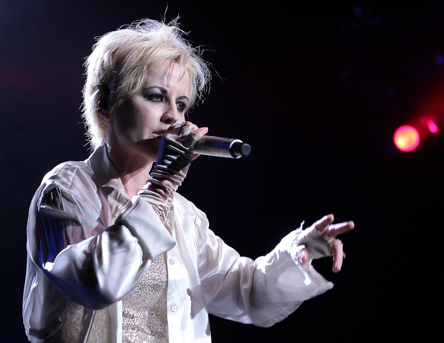 Son public lui a rendu un dernier hommage en Irlande — Dolores O'Riordan