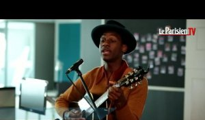 "Leon Bridges chante ""Better Man"" en Live au Parisien"