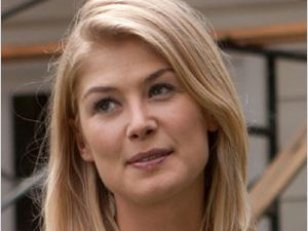 Après Gone Girl, un crash d'avion pour Rosamund Pike ?