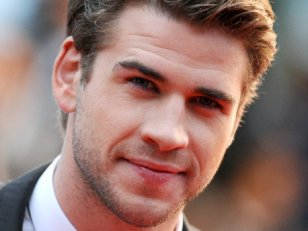 Liam Hemsworth face à John Malkovich dans Cut Bank