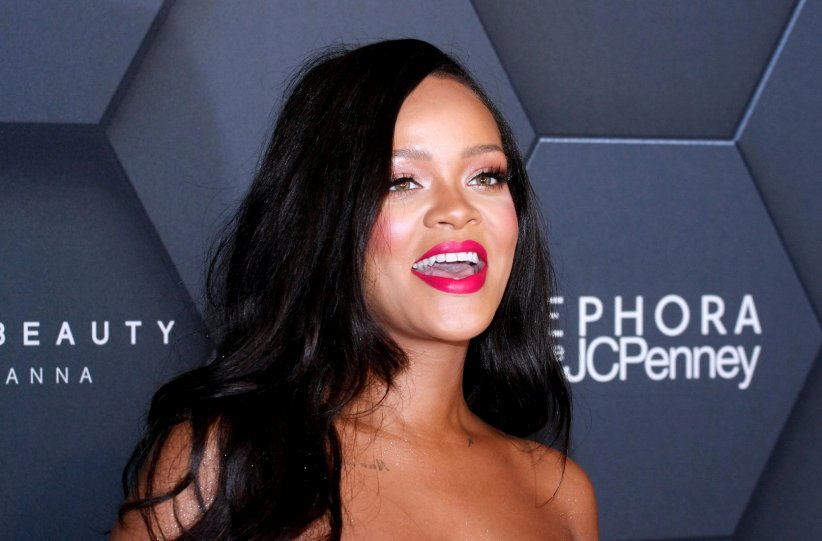 Rihanna poursuit son père en justice