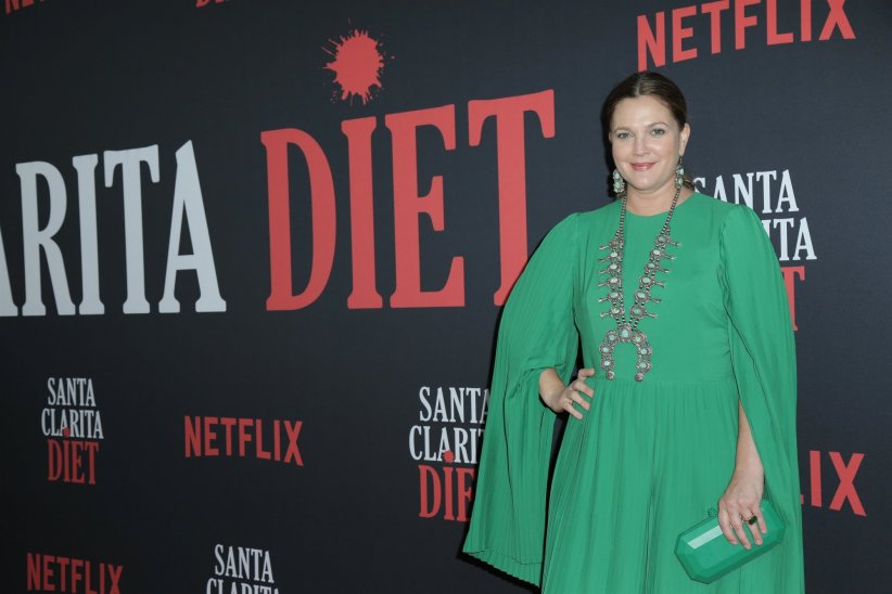 Drew Barrymore assume son corps post-grossesse
