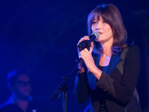 "Selon Carla Bruni, ses parents se trompaient avec ""respect et affection"""