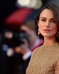 Le réalisateur de New York Melody critique vivement  Keira Knightley