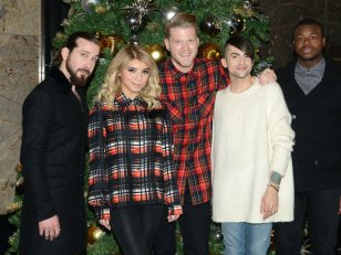 Le groupe vocal Pentatonix (dé)chante Noël