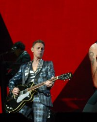 "Depeche Mode dévoile le single ""Where's The Revolution"""