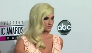 Ke$ha prolonge sa cure