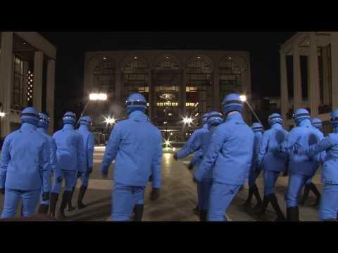 Moncler Grenoble livre une prestation militaire à New York. par O. info.  Pour sa collection automne-hiver 2016-2017 ... ebd80a7d636