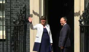 Londres: Theresa May tente de former une alliance avec le DUP
