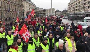 74bd5b38487 Manifestation CGT Gilets jaunes et Solidaire en appel à la grève générale