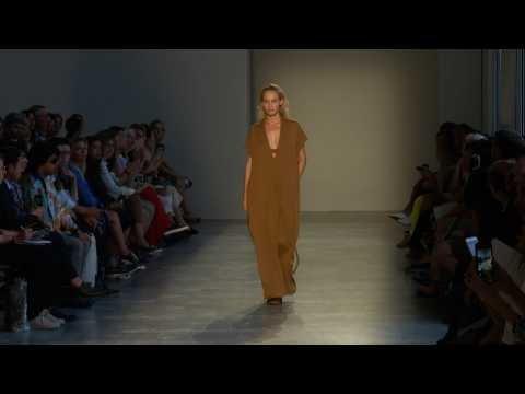 Agnona - Collection Femme Printemps   Eté 2019 à Milan sur Orange Vidéos 58edf02f911