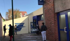 La queue à la Poste de Saint-Laurent-Blangy pour les prestations sociales