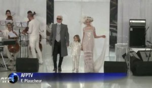 Haute couture: Lagerfeld dévoile une collection Chanel lumineuse