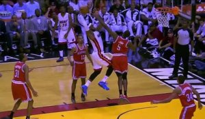 Le joueur de NBA LeBron James met un DUNK de fou! Miami HEAT contre Bucks de Milwaukee