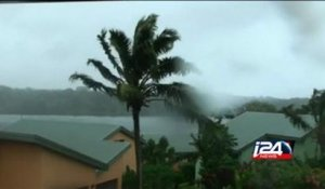 Cyclone Pam brings red alert to Vanuatu