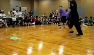 Un breakdancer improvise une figure inédite et on comprend pourquoi - Battle de breakdance