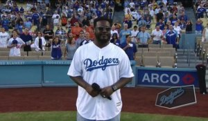 T-Pain chante l'hymne national sans auto-tune ... Stade des Dodgers de Los Angeles
