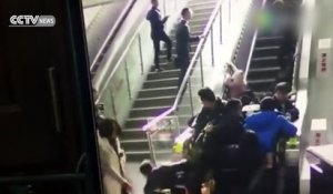 Un escalator provoque une gigantesque chute en Chine