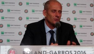 "Roland-Garros 2016 - Guy Forget : ""Roger Federer était cette exception"""