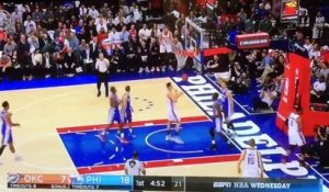 Un fan des Sixers provoque Russell Westbrook