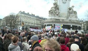 Contre-manifestation à Paris pendant le rassemblement pro-Fillon