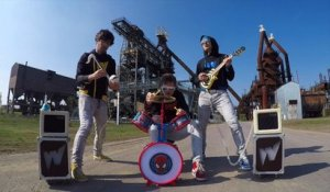 Rage Against The Machine avec des instruments pour enfants