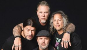 Metallica Pay Tribute to Chris Cornell During Boston Show | Billboard News