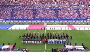 France - Angleterre : God save the Queen chanté par tout le Stade de France