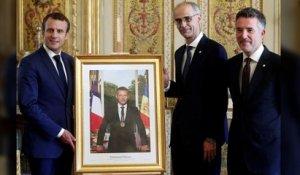 Le Portrait Officiel D Emmanuel Macron Sort Du Cadre