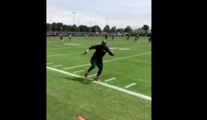 Jerry Rice makes catch at 49ers practice