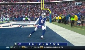 Tyrod Taylor takes it himself for a 9-yard rushing TD