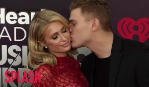Paris Hilton delays her wedding