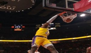 NBA [Dunk of the Night ] LeBron James baptise le cercle !