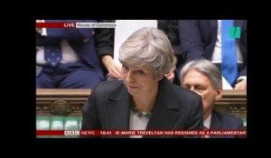 Accord Brexit: Theresa May est interrompue par les cris de ses opposants