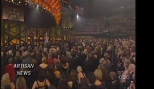 Taylor Swift Sweeps Country Music Awards 2009