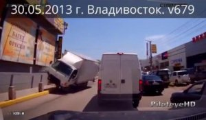Compilation de CRASH et accidents de Voiture - Août 2013