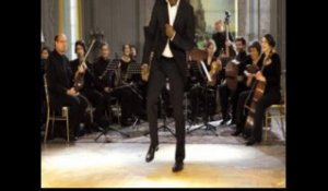 Omar Sy chante avec Earth Wind and Fire