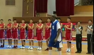"Le basketteur Dennis Rodman chante ""Happy Birthday"" à Kim Jong-un"