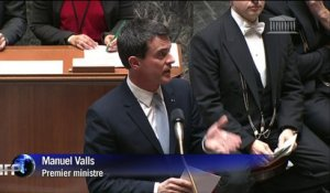 "Valls accuse d'""immobilisme"" les opposants à la loi Macron"