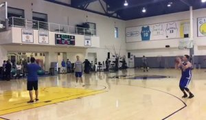 Stephen Curry inscrit 77 tirs à 3-points de suite à l'entraînement