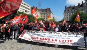 Valenciennes : les manifestants chantent l'Internationale