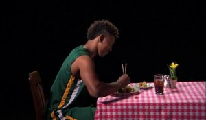 Le clip de protestation de Jeremy Lin, Nick Young et Dikembe Mutombo contre les tables de restaurant pas stables